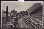 Planajeur Sur Les Marécottes : Sur La Route Des Chalets Une Paysanne Avec Râteau Et Une Touriste Sac Au Dos (7295) - VS Wallis