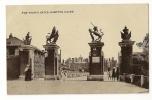 D7164 -The Trophy Gates - Hampton Court - London Suburbs