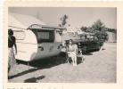 Caravan Et Peugeot 404 Au Camping-11/8 Cm - Objets