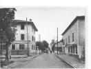 64 )) URT, Rue Principale, Dans Le Fond Eglise   CPSM  édit Combier - Autres Communes