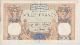 CERES ET MERCURE TYPE 1927  - BILLET DE 1000 FRANCS De 1933 - COUPURE De 8mm - NOMBREUX PLIS ET EPINGLAGES MAIS FRAIS