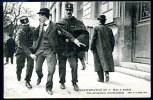 CPA. PARIS. MANIFESTATIONS DU 1er. MAI A PARIS. Une Arrestation Mouvementée. - Manifestations