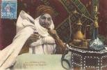 Scènes Et Types - Arabe Fumant Son Narguileh - Scènes & Types
