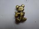 Superbe Pin´s En Relief , Disney , Mickey - Disney