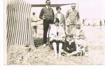 CARTE PHOTO -FAMILLE- PLAGE -PERIODE 1930/40 -- TBE- PAYPAL SANS FRAIS - Photographs