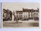 PITHIVIERS - La Place Du Martrol, Le Monument - Pithiviers