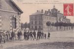 94 - VINCENNES - Quartier Carnot - 23e Dragons - Un Coin De Cantine Et Le Pavillon Central - Vincennes