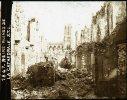 1 Plaque Verre Stéréo Positive 14-18 WW1  Du 51 Reims Ruines De La Cathédrale Lot No 2 - Diapositiva Su Vetro