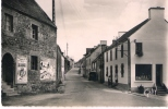 7 - LANVENEGEN  (Morbihan)  - Le Bourg CPSM Petit Format écrite En 1960 Affiche CINEMA LE CONGRES DES BELLES-MERES - France