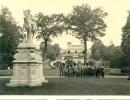 Photo-  IIWK - Soldaten 2.10.42.      Orangerie In Sausouci Mit Gruppe Deutscher Mädchen - 1939-45
