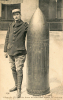 Obus De 420 Bombe Dans Un Coin Des Fossés De Verdun - Verdun