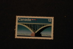 Canada  737 Peace Bridge Canadian And US Flags MNH 1977 A04s - 1952-.... Reign Of Elizabeth II