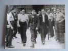 Photo Tirage Originale - LIBERATION DE PARIS 1945 - Dimensions 18 Cm X 24 Cm - - LAPI 28515 - Guerre, Militaire