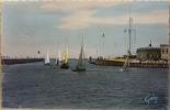 Yachts Sortant Du Port - Trouville