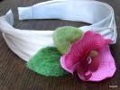 Serre-tête Satin écru Orchidée Rose Feuilles Vertes En Laine Feutrée Manuellement à L'aiguille  Dimensions: Intérieur En - Bijoux & Horlogerie