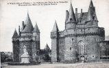 VITRE - Le Château Des Ducs De La Trémoille - Monument Aux Morts - Vitre