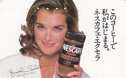 Télécarte Japon / 110-011 - BROOKE SHIELDS CAFE NESTLE Nescafé  - COFFEE & Girl Japan Phonecard - KAFFEE  - 128 - Personen