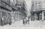 63 - CLERMONT FERRAND  - CPA - Rue St Genès - Superbe Vue Animée - Quincaillerie M.GIEUX - Clermont Ferrand