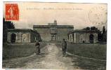 Montfrin - Vue De L'Intérieur Du Château - Tarascon