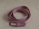 Fine ceinture � boucle de couleur parme en plastique daim, ann�es 50. Voir photos.