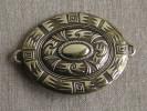 Grande boucle ovale en cuivre dor�e � motifs Sud Am�ricain. Voir photos.