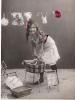 Splendide Fillette Donnant Le Bain à Sa Poupée Et Grande Lessive!.. Photo AL 3626. Voir Les 2 Scans. - Scènes & Paysages