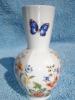 Vase En Porcelaine D' Aynsley, Made In England, Cottage Garden, Peint à La Main, Decor Fleurs Et Papillon (12-853) - Aynsley