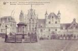 MALINES = Statue De Marguerite D'Autriche Et Les Halles (Phob  N° 623) 1923 - Malines