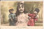CPA Fantaisie Petite Fille Avec Marionnettes Poupées Tenue Militaire Guerre Paix Est Signée ! 1907 - Sin Clasificación