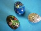 3 Oeufs Décoratifs 2 BOIS  PEINTS ET UN EN ONYX  ( Voir 2 Photos ) - Eggs
