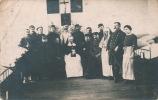 YVETOT - MILITARIA - GUERRE 1914-18 - Carte Photo Représentant Des Soldats Avec Des Soeurs écrite à Yvetot En 1915 - Yvetot