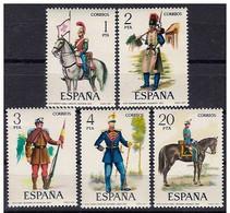 España 1977 Edifil 2381/85 Sellos ** Uniformes Militares Completa Spain Stamps Espagne Timbre Briefmarke Spanien Francob - 1931-Hoy: 2ª República - ... Juan Carlos I