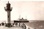 """DIEPPE LE PHARE ,""""L'ARROMANCHES""""RENTRE D'ANGLETERRE ,PECHEURS ,BEAU PLAN ANIME REF 26589 - Lighthouses"""