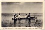 OCEANIE-ILES DU PACIFIQUE-UN PERE DES SACRES-COEURS DE PICPUS VA PORTER LE SAINT VIATIQUE A UN MALADE. - Cartes Postales
