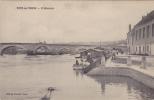 R89 - PONT-SUR-YONNE - L'Abreuvoir - Femmes Au Chapeau Embarquent - Pont Sur Yonne