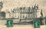 Faverolles    Château De Maucreux Cour D'Honneur    Jardiniers - France