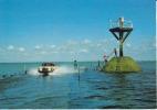 CPSM GOIS Passage Noimoutier Vendée Voiture Auto Mercédes Prise Par La Marée Balise  Si Bandes Jaunes Dues Au Scan - Ile De Noirmoutier