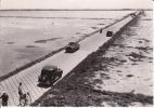 CPSM GOIS Passage Noimoutier Vendée  Auto Voitures Vélo Traction ? 1957   Si Bandes Jaunes Dues Au Scan - Ile De Noirmoutier