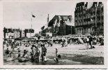 CPSM Format CPA : CABOURG : La Plage à L´heure Du Bain : Beaucoup De Personnes Sur La Plage - Cabourg