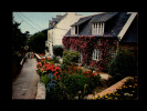 22 - ILE DE BREHAT - Maison Fleurie Et La Poste - Ile De Bréhat