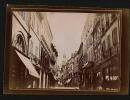Photographie De Nevers En 1907 - Le Beffroi Et Rue Animée - Commerces Royet & A La Parisienne - Petite Animation - Lieux