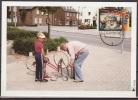 Nederland, 1995, Repairing A Bike, Maximum Card - Transportmiddelen