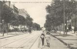 49 - ANGERS - Le Boulevard De Saumur, Au Premier Plan, La Coiffe Angevine. Animée. - Angers