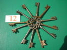 Trousseau De  12 Clefs Rossignol Voir 9, 9.5 ET 10 CMS - Ferronnerie