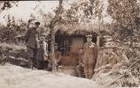 CP Photo 1915 YPRES (LEPER) - Un Groupe De Soldats Allemands Devant Un Abri (A10, Ww1, Wk1) - Ieper