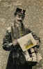 Métier De La Poste - FACTEUR Portant Calendrier Pour La Nouvelle Année - 2 Scans - Métiers