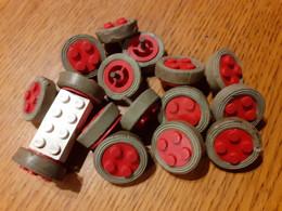 LEGO 1967 PETITE ROUE PNEU CAOUTCHOUC GRIS AXE LAITON  / MOYEU 2 X 2 Rouge - Lego System