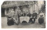 Restaurant Gasthof HIRSCHEN, Alsace ? Et Famille Autour D'une Table; Soldat ,Guerre 1914 -1918 ? Femme En Costume,enfant - Hotels & Gaststätten