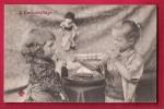 """Deux Fillettes Jouent - Un Bateau Dans Une Bouteille  """"L'embouteillage"""",  Poupée.   Voyagée En 1908. Scan Recto/verso. - Gruppi Di Bambini & Famiglie"""