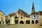 24-EYMET...LA PLACE GAMBETTE AVEC COMMERCE D'ALIMENTATION ET VOITURE....CPM 1970 - France